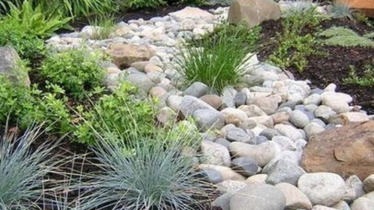 Awesome River Rock Landscaping Ideas 07