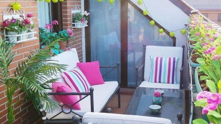 Inspiring Summer Apartment Balcony Decoration Ideas 12