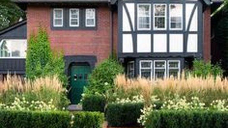 Wonderful Evergreen Landscape Ideas For Front Yard 18