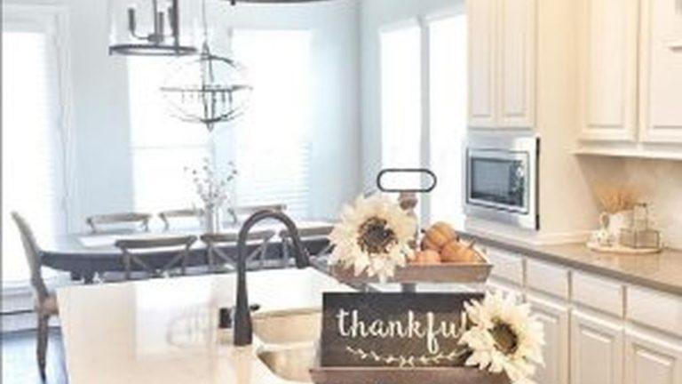 Beautiful Fall Theme Kitchen Island Decor Ideas 26