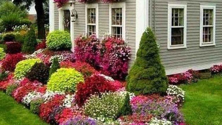 Beautiful Flower Beds Design Ideas In Front Of House 25