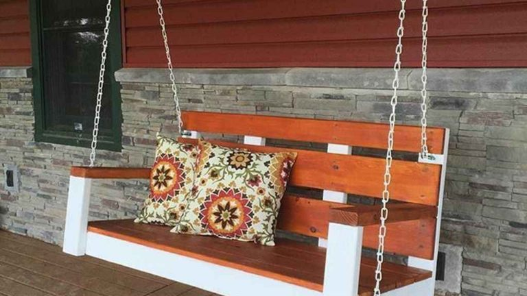 Inspiring Farmhouse Front Porch Decor Ideas 21