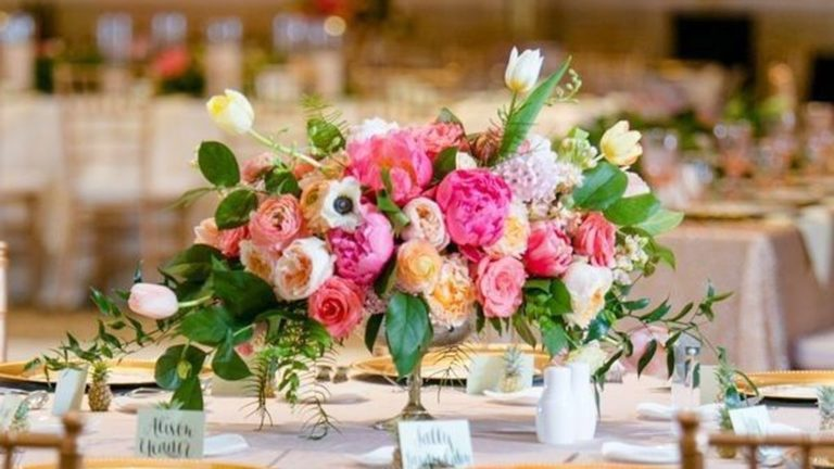 Lovely Bud Vase Centerpiece Decor Ideas For Your Dining Table 02