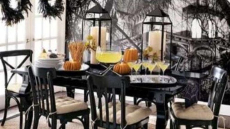 Fabulous Halloween Theme Dining Table Decor Ideas 23