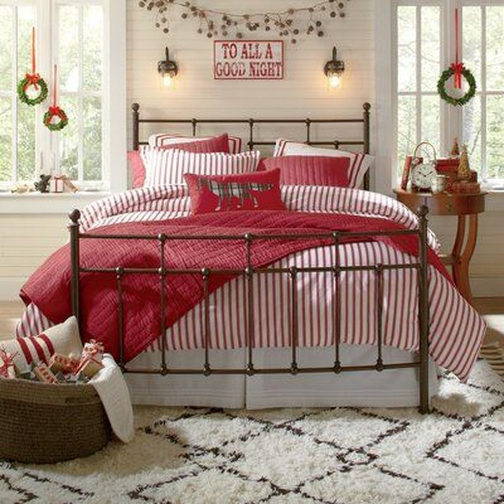 Gorgeous Master Bedroom Decor Ideas For Wintertime 24