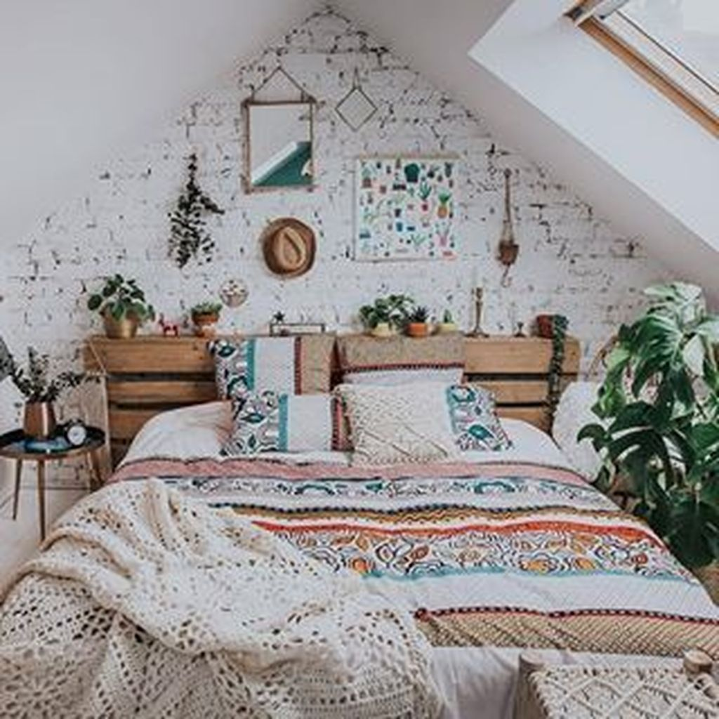 Lovely Attic Bedroom Ideas With Bohemian Style 23