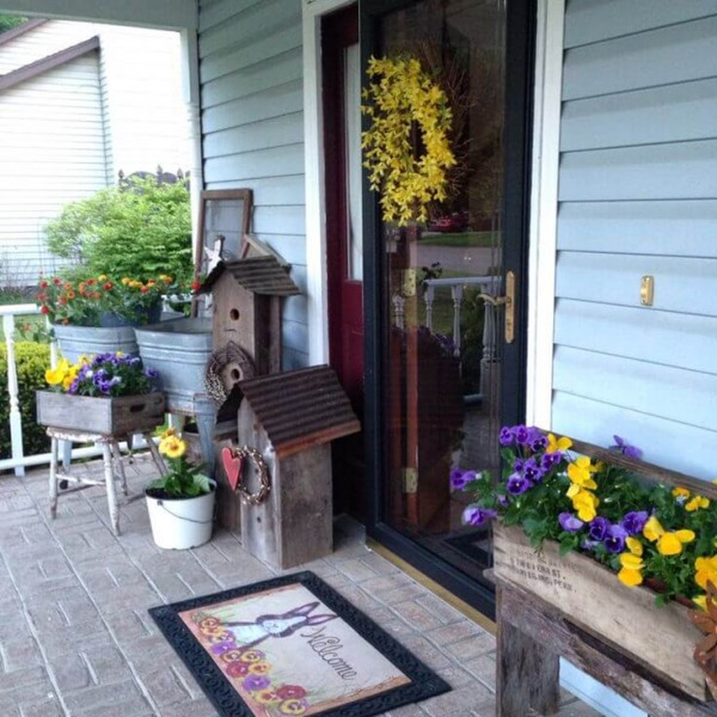 Fascinating Spring Porch Decor Ideas With Farmhouse Style 19