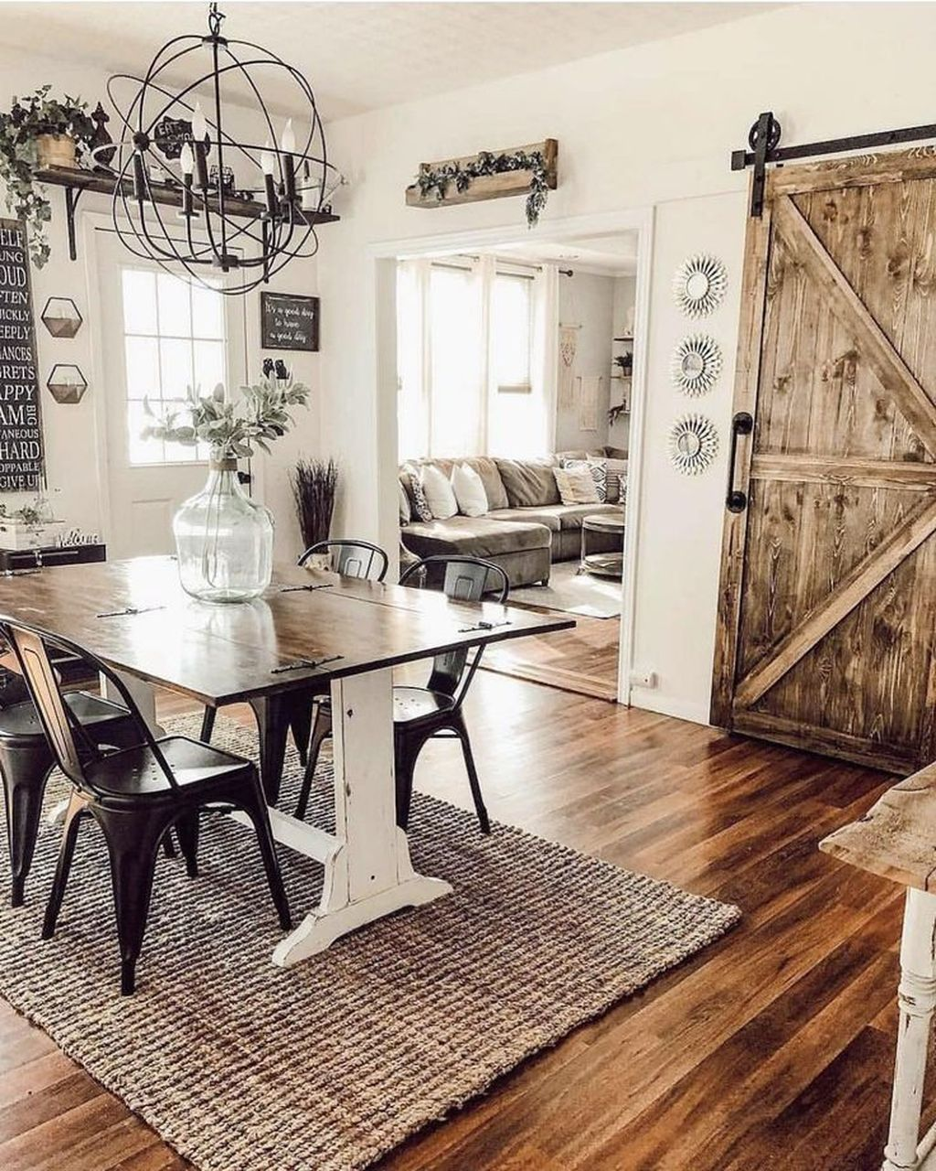 Amazing Farmhouse Dining Room Decor Ideas 27 - MAGZHOUSE