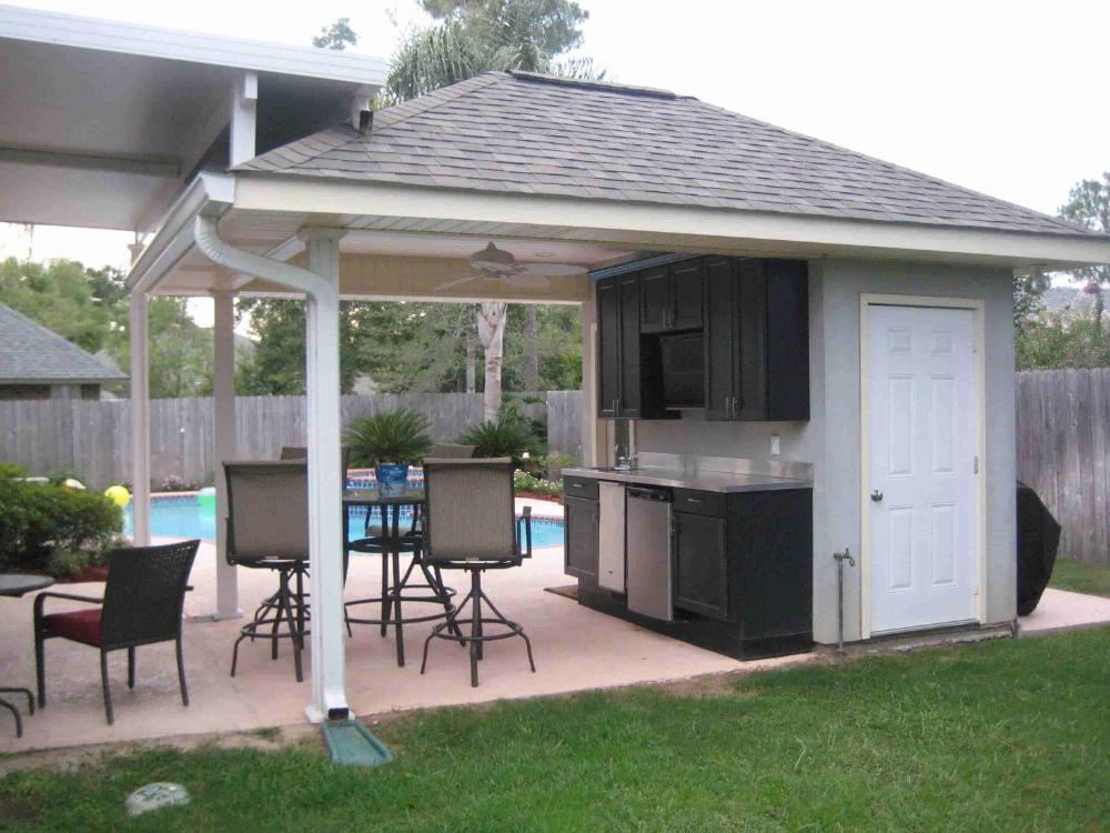 Pool House With Bathroom
