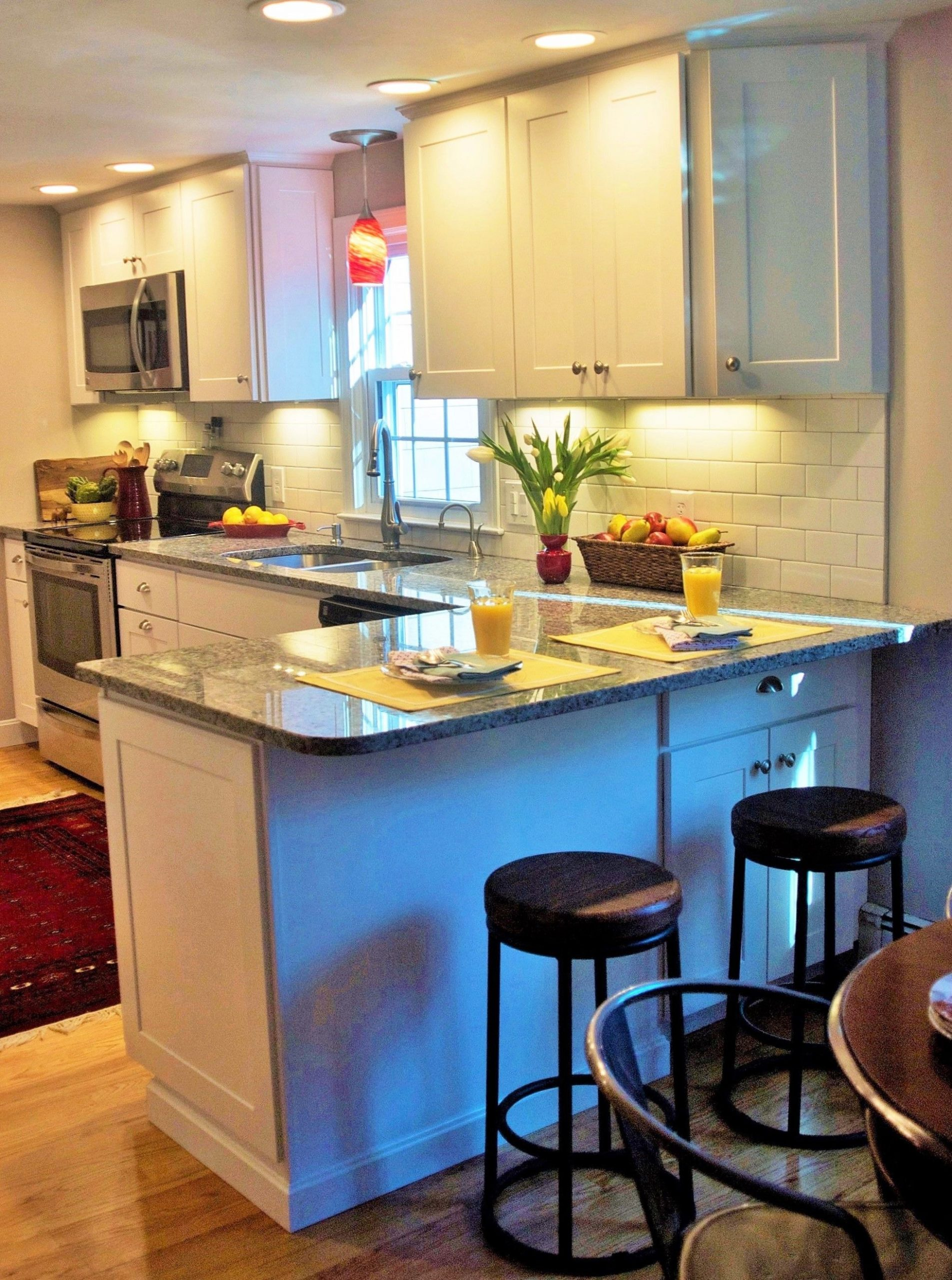 Small Kitchen With Peninsula