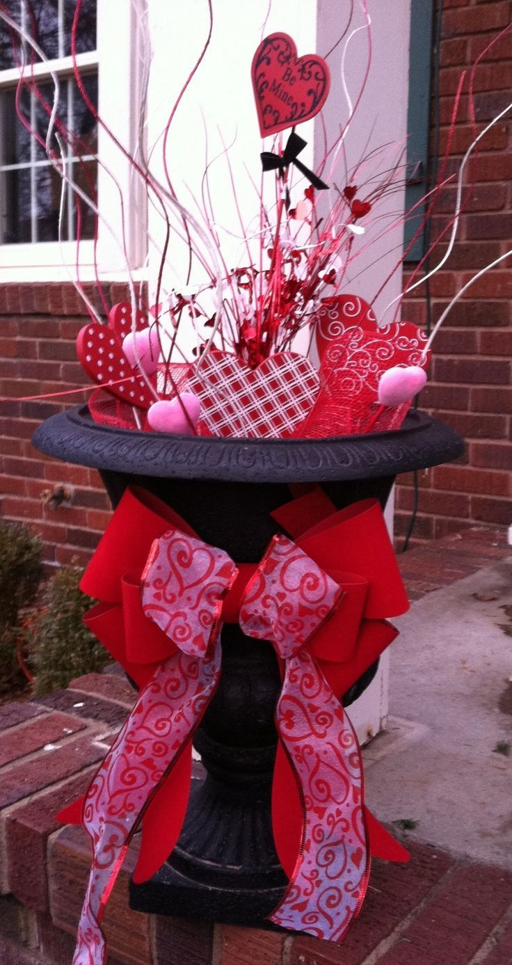 Outdoor Valentines Day Decorations